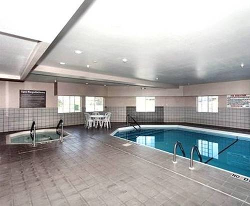 Quality Inn & Suites Lincoln NE Indoor Swimming Pool