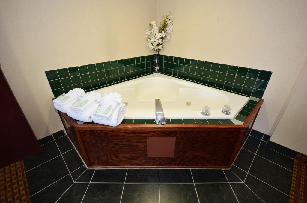 Photo of BEST WESTERN Concord Inn & Suites Jacuzzi Room