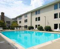 Outdoor Swimming Pool of Hampton Inn & Suites Newtown