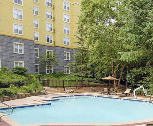 Outdoor Swimming Pool of Homewood Suites by Hilton Raleigh/Crabtree Valley
