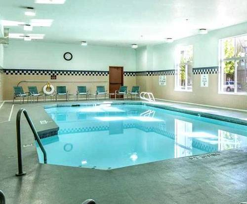 DoubleTree by Hilton Olympia Indoor Swimming Pool