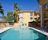 Outdoor Swimming Pool of La Quinta Inn Phoenix Sky Harbor Airport