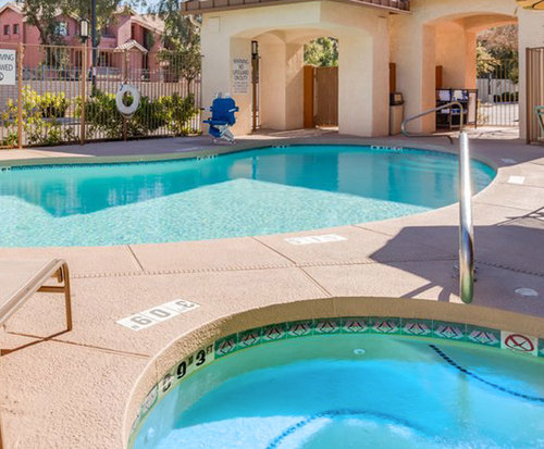 Outdoor Swimming Pool of Holiday Inn Express & Suites Phoenix Tempe - University