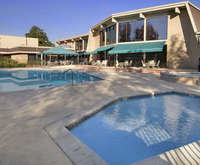 Outdoor Swimming Pool of Red Lion Hotel Redding