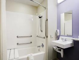 Microtel Inn & Suites by Wyndham Bozeman Bathroom Photo