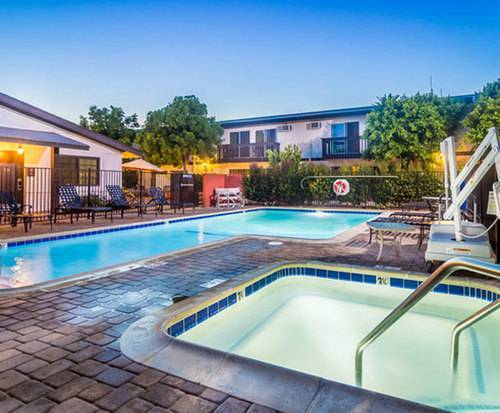 Outdoor Pool at Lemon Tree Hotel & Suites Anaheim