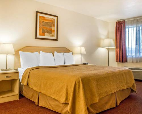 Photo of Quality Inn & Suites Lake Havasu City Room