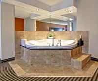 BEST WESTERN PLUS Toronto North York Hotel & Suites Jacuzzi Room Photo