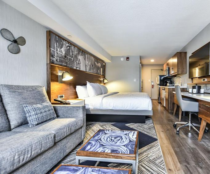 Photo of Super 8 Toronto North On Room
