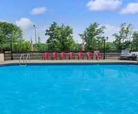 Outdoor Swimming Pool of Super 8 Niagara Falls North