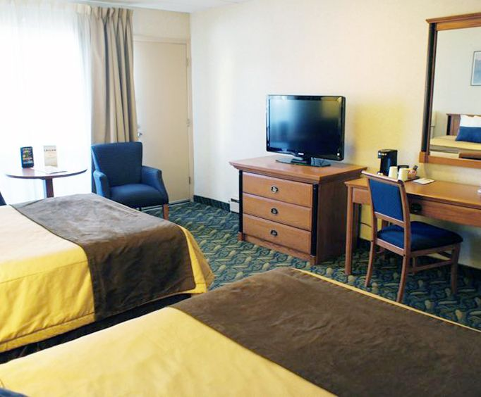 Travelodge at the Falls Room Photos
