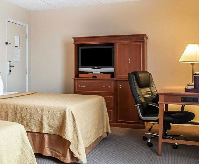 Photo of Rodeway Inn Niagara Falls NY Room