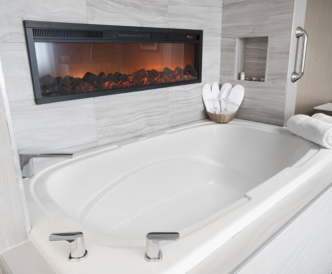 Photo of Days Inn Niagara At The Falls Jacuzzi Room