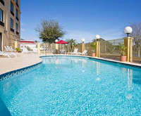 Outdoor Swimming Pool of La Quinta Inn & Suites Clearwater South