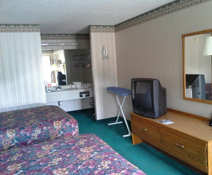 Photo of Express Inn Eureka Springs Room