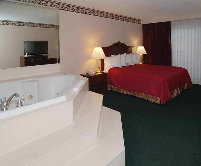 Hotels with Jacuzzi Room