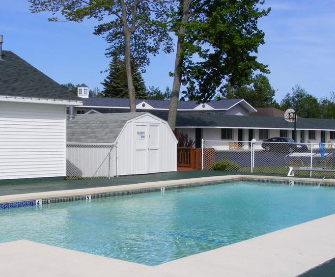 Outdoor Pool at Starlite Budget Inn Mackinaw City