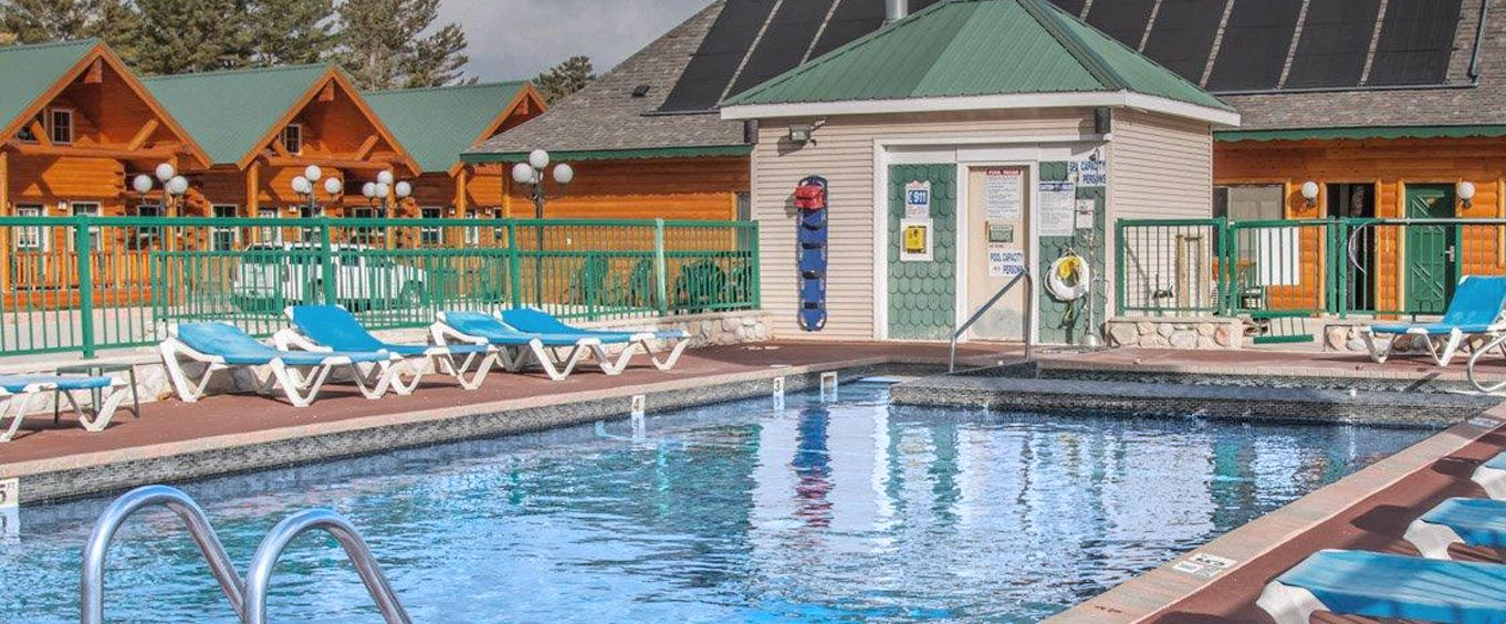 Outdoor Swimming Pool of Econo Lodge Mackinaw City MI