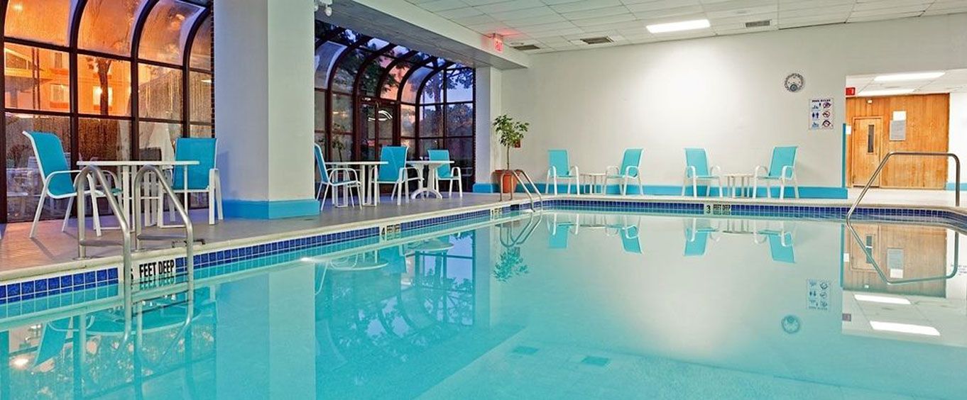LaGuardia Plaza Hotel Indoor Swimming Pool