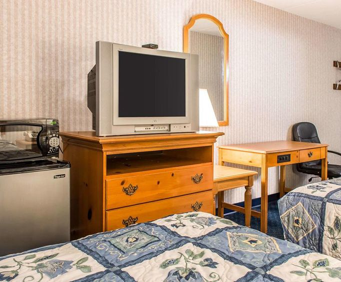 Photo of Rodeway Inn Amish Country Room