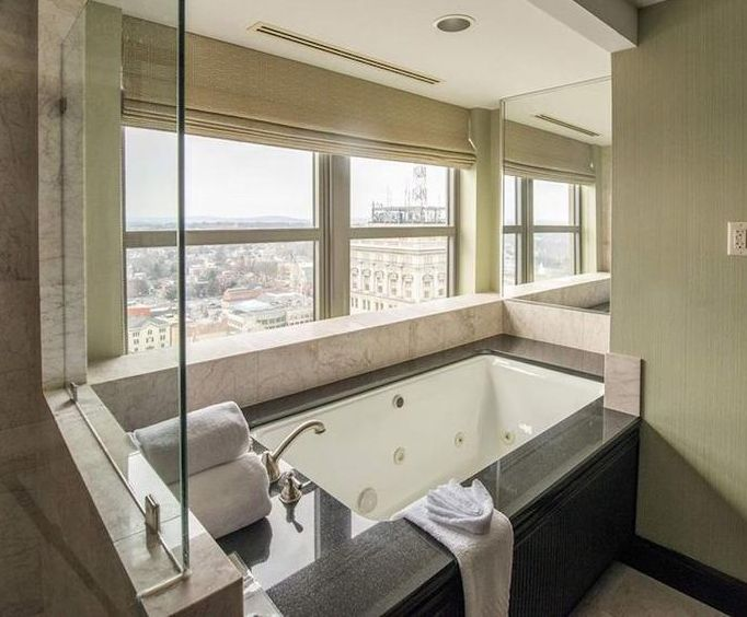 Lancaster Marriott at Penn Square Jacuzzi Room Photo