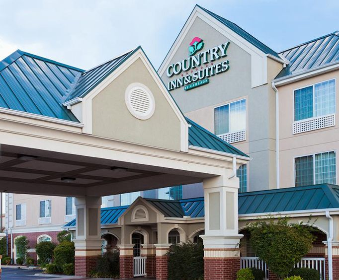 Exterior of Country Inn  Suites by Radisson Hot Springs AR