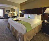 Room Photo for La Quinta Inn & Suites Memphis Wolfchase