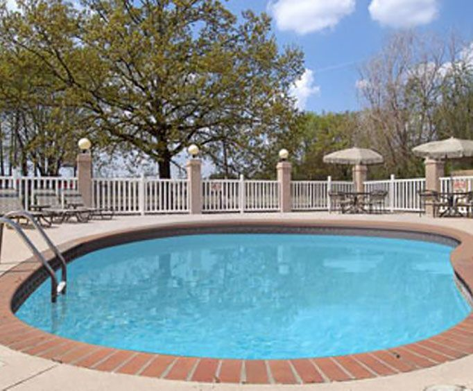 Hotels with Outdoor Pool