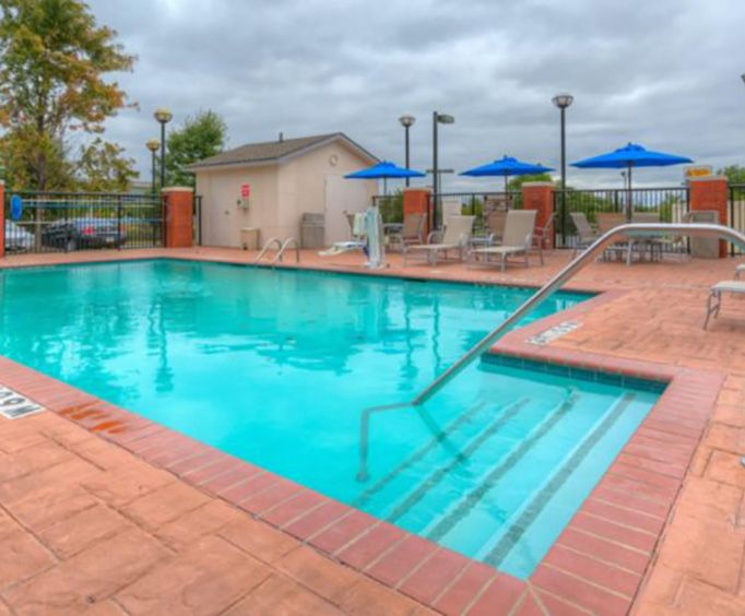 Outdoor Swimming Pool of Holiday Inn Express Hotel  Suites Memphis Southwind