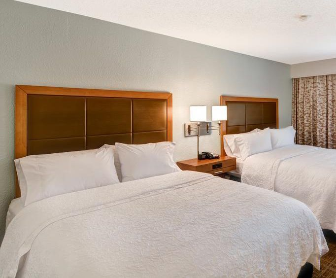 Hampton Inn Memphis-Poplar Room Photos